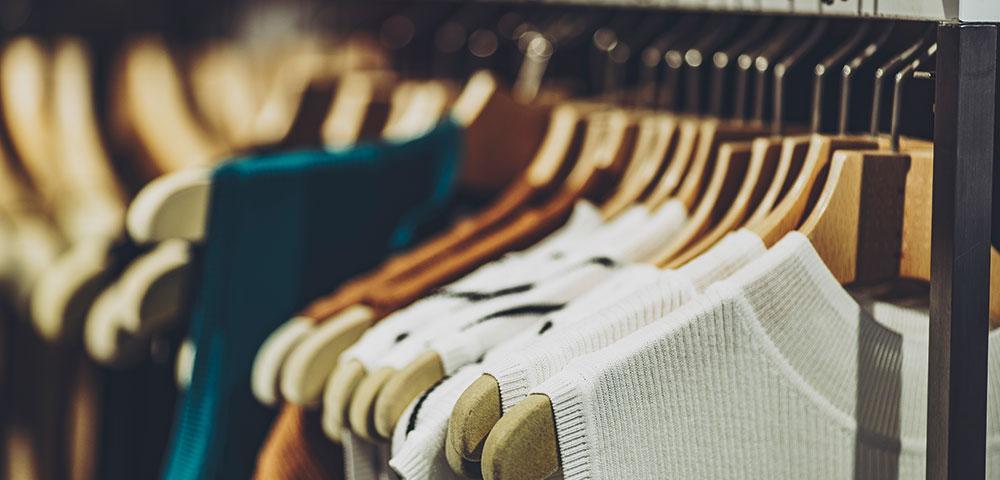 衣類量販店の風景